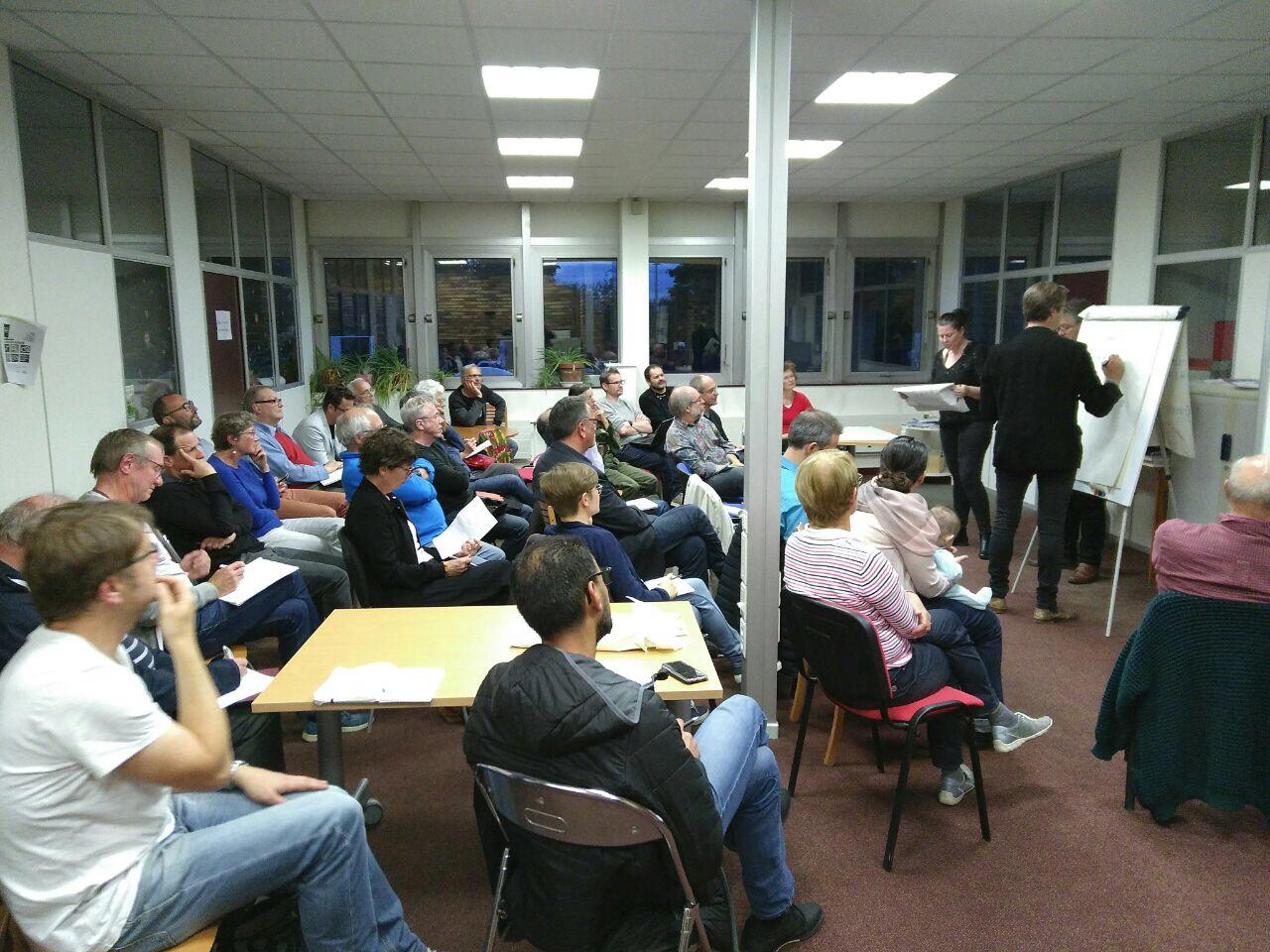 Yvan lubraneski a la Verrière conférence Participative atelier mouvement citoyen