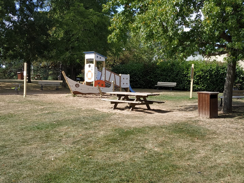 Pique nique a l'Aire de jeux du parc Maurice Leluc à Saint Cyr l'Ecole
