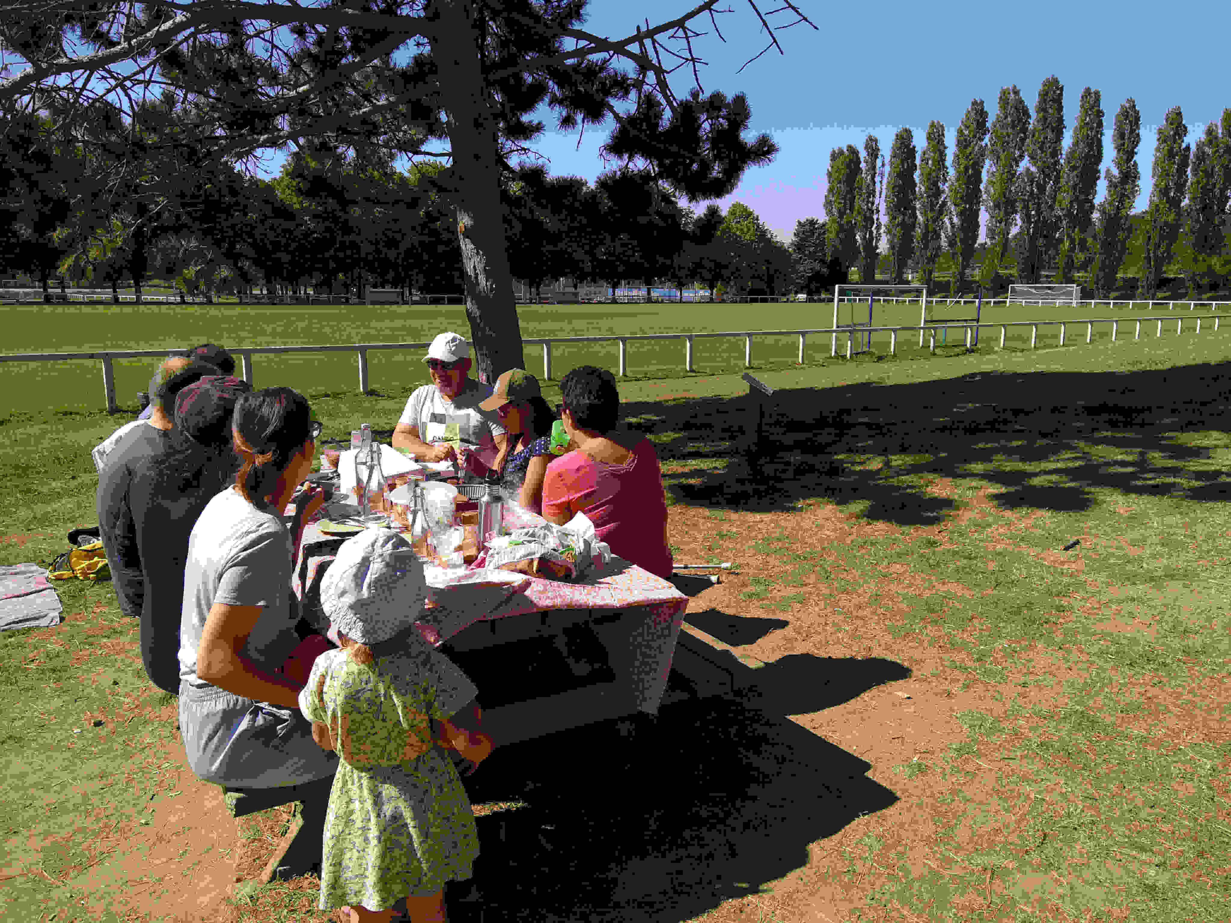 Pique-nique entre voisins au parc maurice leluc saint-cyr l'école